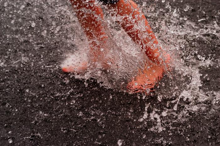 http://www.whateverland.com/foto/05292005_splash.jpg